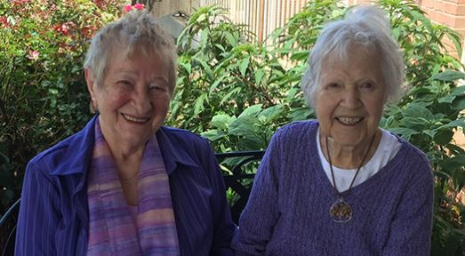 55+ seniors living at affordable retirement apartments in Alvamar (Lawrence), KS